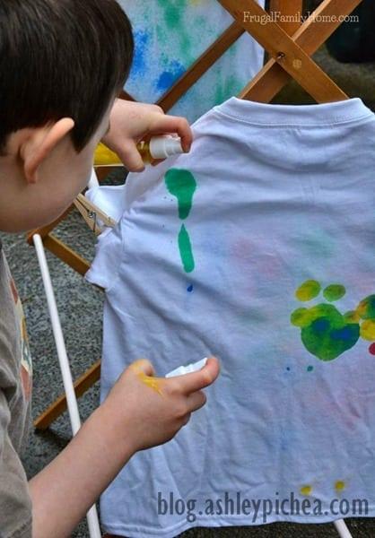T-Shirt Painting with Spray Bottles | a Summer Bucket List Idea on blog.ashleypichea.com