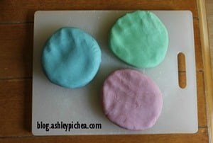 Homemade PlayDough | a Summer Bucket List idea from blog.ashleypichea.com