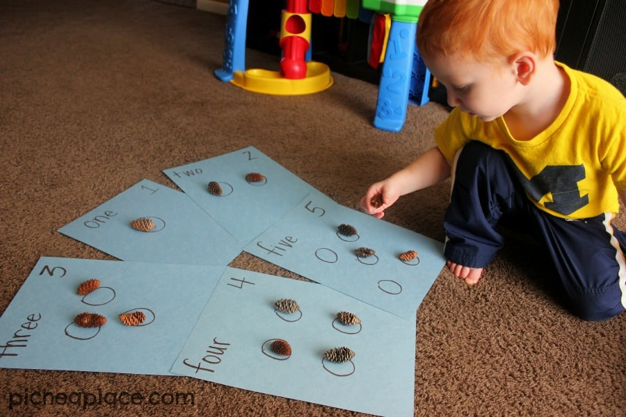 Counting with Pinecones | an nature and number exploration activity for toddlers and preschoolers