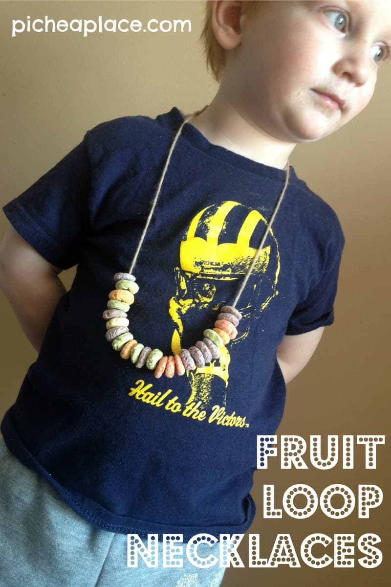 Fruit Loop Necklaces | an easy and fun to do cereal-themed project for toddlers and preschoolers