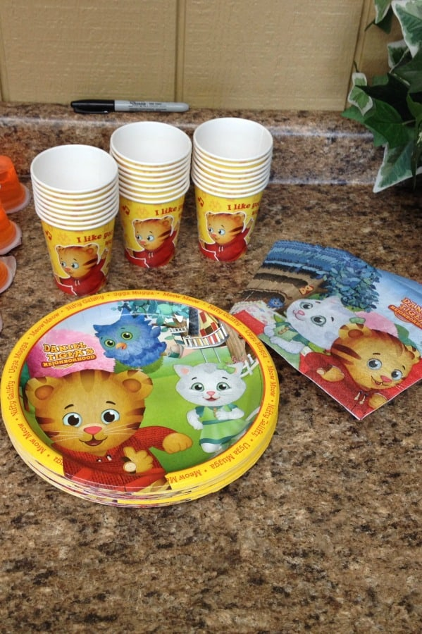 Daniel Tiger paper product party supplies | This Daniel Tiger birthday party was so much fun for the kids and super easy for this busy mom to throw together. Click through to the post to get ideas for Daniel Tiger themed food, crafts, activities, and more!