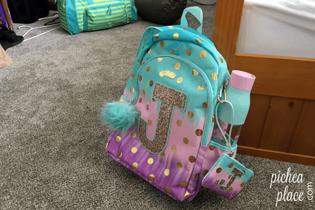 Don't let the first day of school sneak up on you. Be ready to be a smash hit the first day of school with these 8 back to school tips for tween girls!